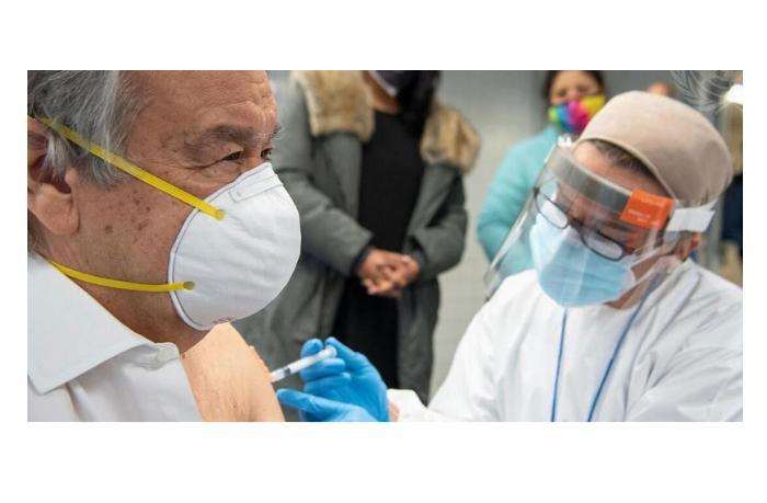 Генсек ООН привился от коронавируса