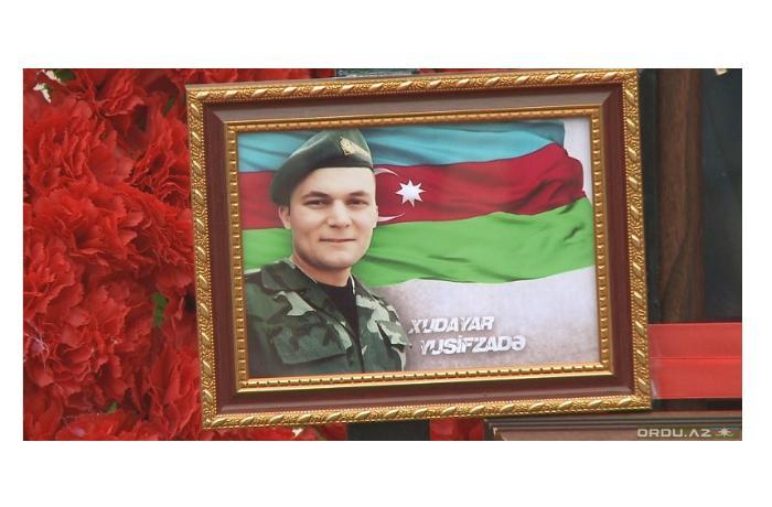 Военная форма шехида Худаяра Юсифзаде была представлена Национальному музею истории Азербайджана