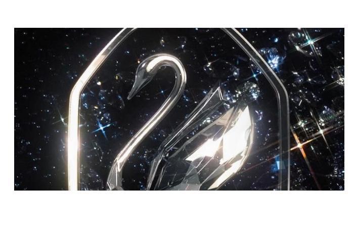 Swarovski представил новый фирменный стиль, сочетающий науку и магию