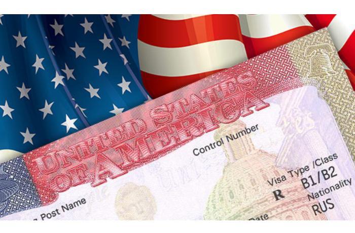 В США намерены возобновить выдачу виз для иностранных специалистов - Bloomberg