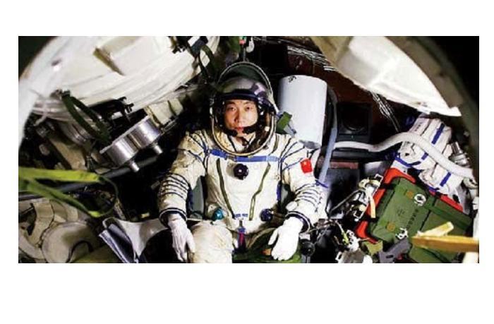 Китай в течение двух лет планирует отправить в космос 12 человек