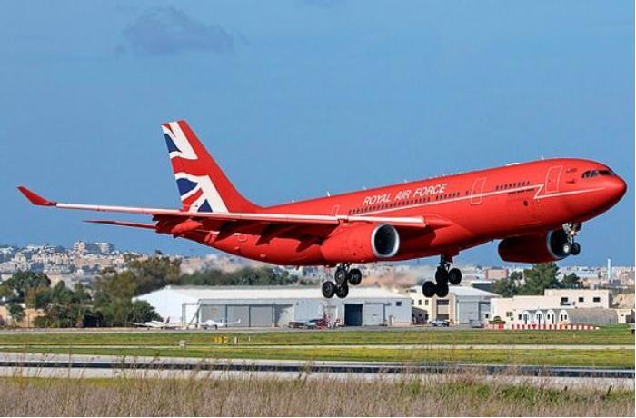 Елизавета II будет летать самолетом премьер-министра страны