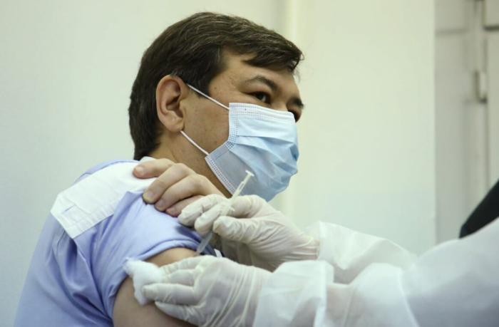 Треть населения Казахстана планируют привить в уже к июлю