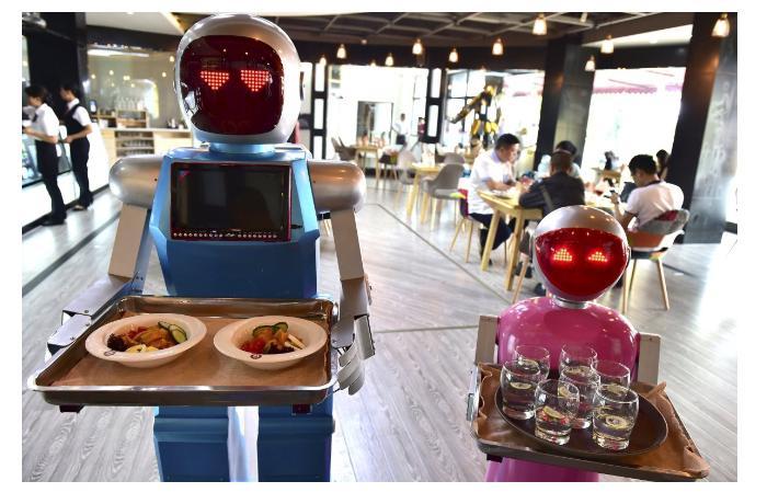 Роботы вместо официантов. Альтернативные решения во время пандемии