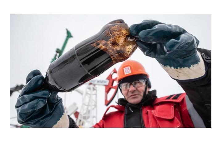 Российская нефть Urals за год подорожала почти в четыре раза