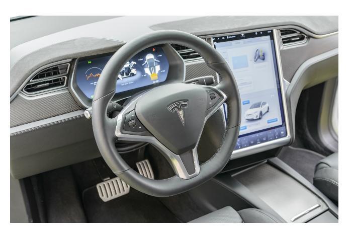 Tesla возможно не успеет выпустить беспилотник к концу года