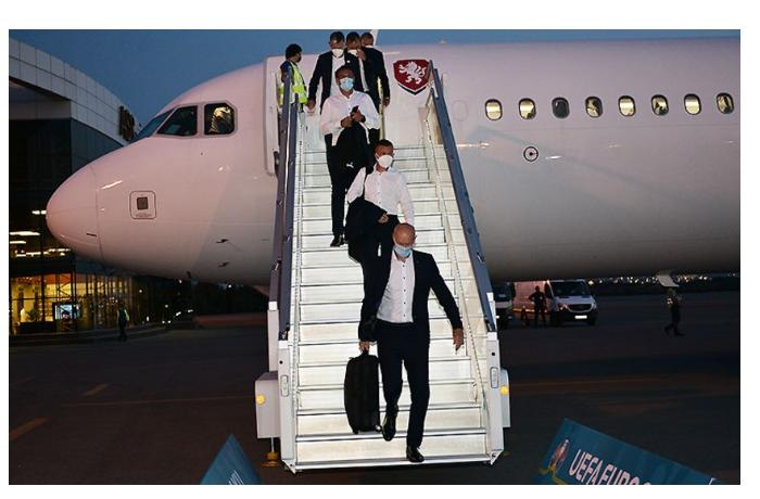 Сборные Чехии и Дании прибыли в Баку