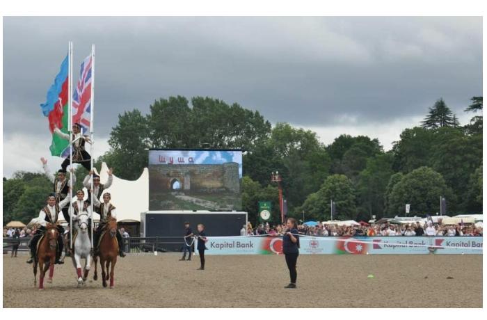Карабахские скакуны во всей красе предстали перед Елизаветой II в Лондоне-ВИДЕО