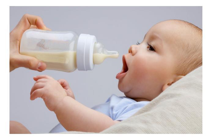 Для младенцев создали молоко, приближенное к грудному