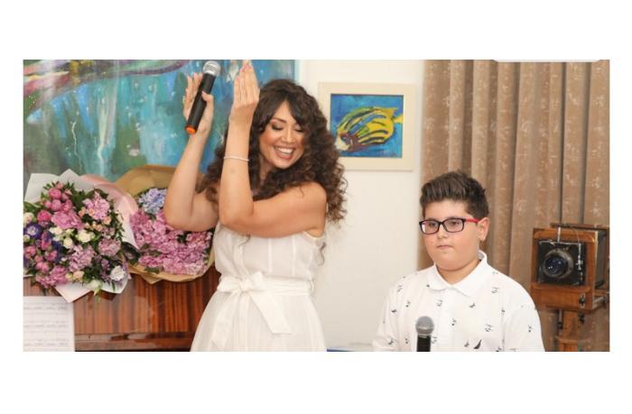 """В Азербайджане мать и сын исполнили песню собственной композиции """"Дождь любви"""""""