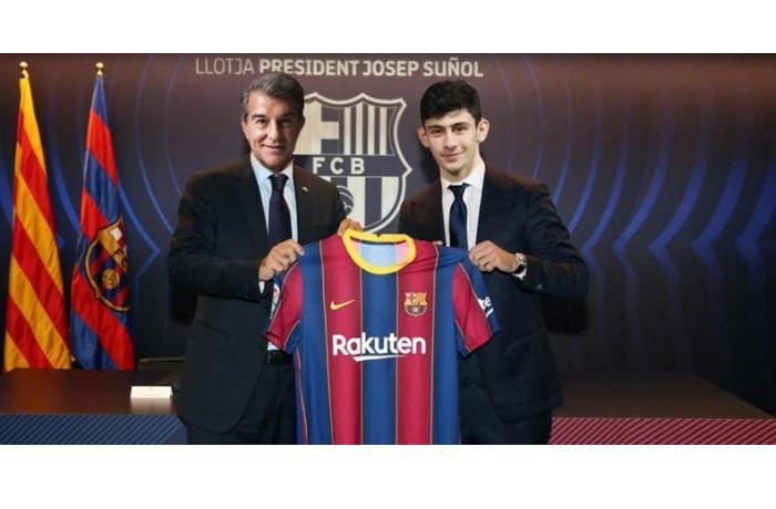 """Türk futbolçu rəsmən """"Barselona""""da"""